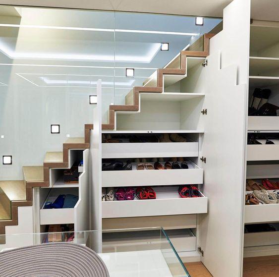 tủ giày cầu thang