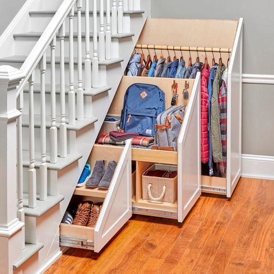 tủ quần áo dưới gầm cầu thang