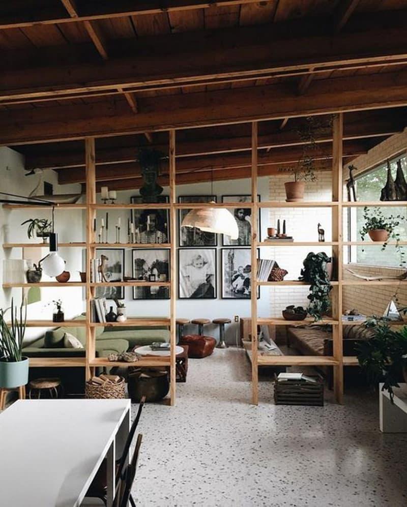 vách ngăn phòng khách gỗ tự nhiên