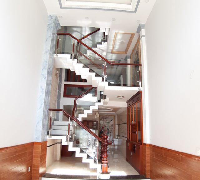 lưu ý khi thiết kế cầu thang nhà ống