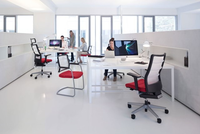 Sử dụng ghế làm việc hiện đại
